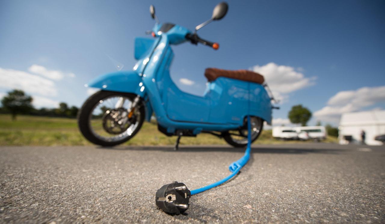 Két keréken szebb és hatékonyabb a közlekedés. Megújuló forrásból nyert árammal hajtott villanyrobogóval pedig a környezetet is kevésbé terheli