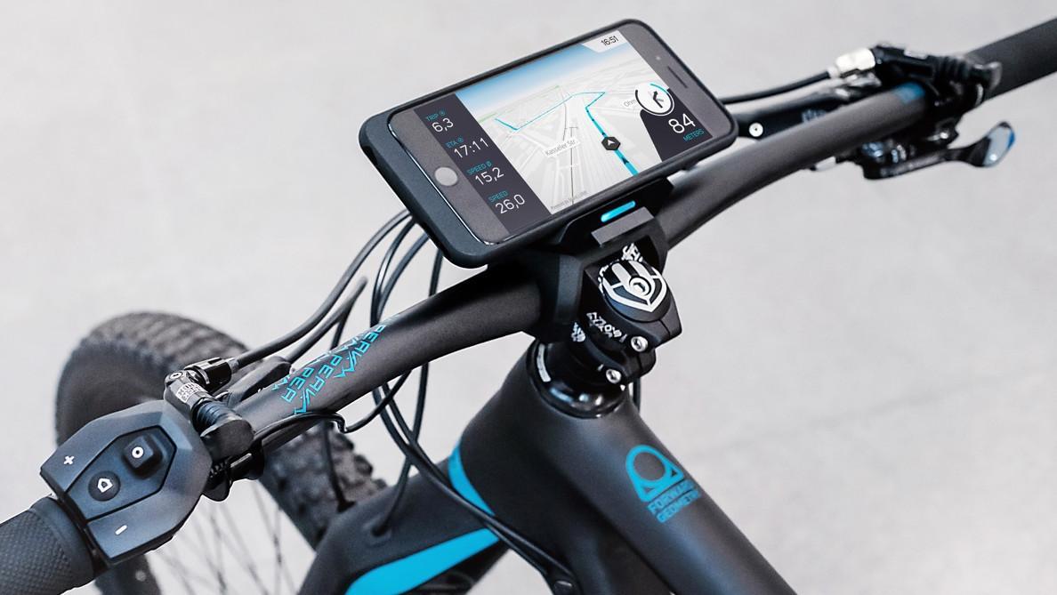 Az iránymutató nyilak kevésbé vonják el a figyelmet, ám igény esetén teljes képernyős navigációs módot is kínál.