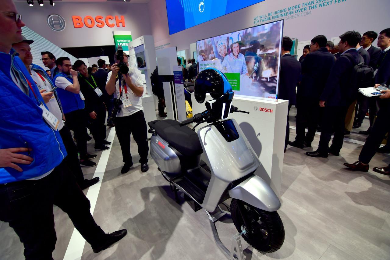A robogók komplett hajtáslánca elérhető a Bosch kínálatából: kerékagymotorok vagy erőteljesebb villanymotorok, szabályzórendszerek, akkumulátorok és ember-gép interfész