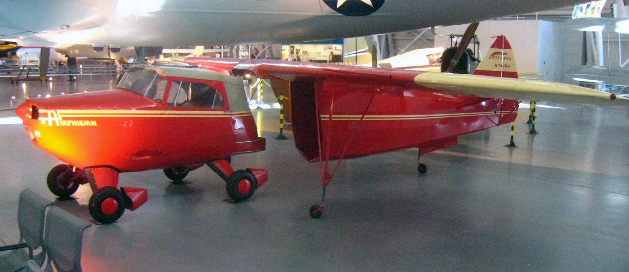 Az Airphibian sokkal inkább gurulni is képes repülőgép, mintsem repülő autó