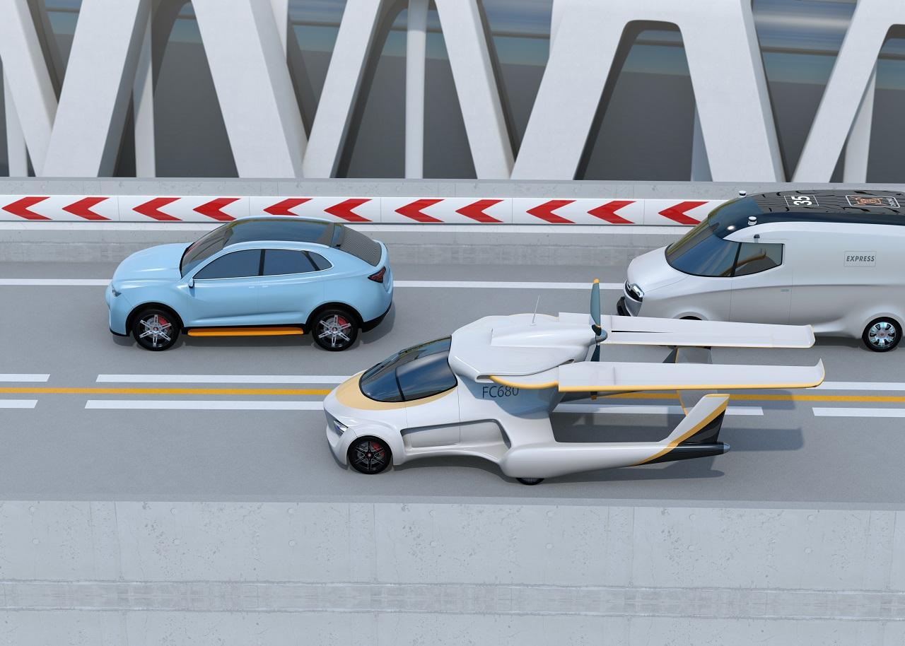 Már nem is annyira futurisztikus elképzelés az autópályán közlekedő repülő autó.