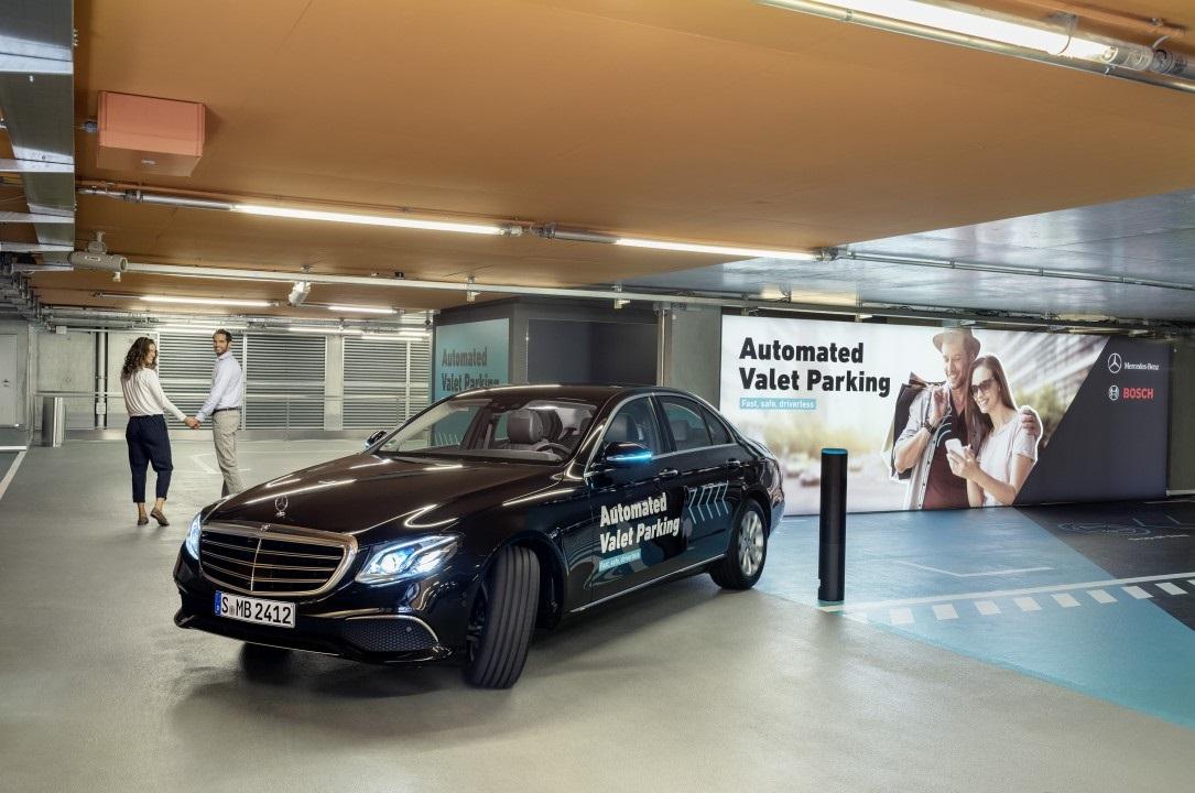 A Mercedes-Benz múzeum parkolóházában már önállóan közlekednek az önvezető autók