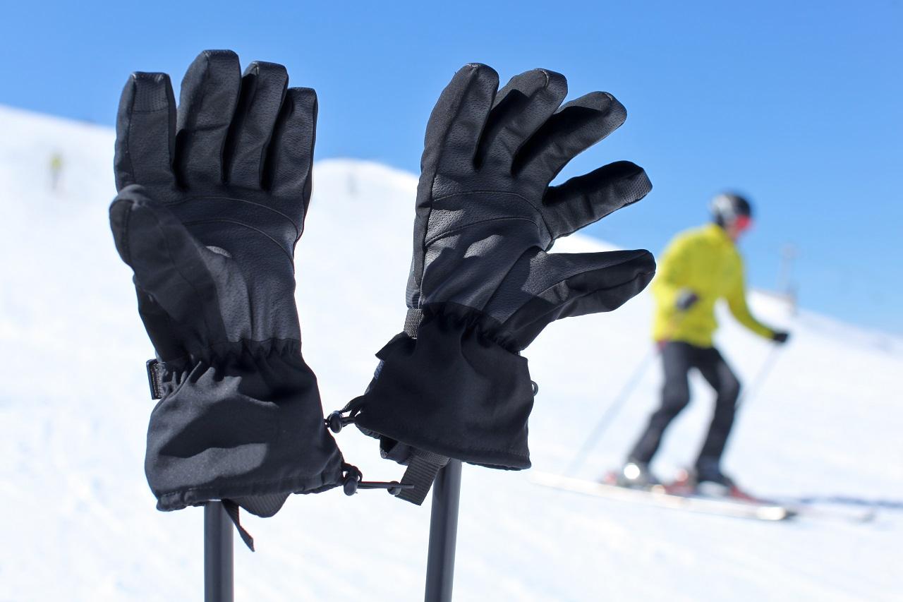 Egy ilyen kesztyű a mostoha téli időjárási körülmények között igazán hasznos ruhadarabunk lehet.