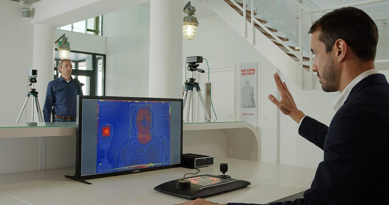 Az új biztonsági kamerák akár a testhőmérséklet meghatározásában is segítenek