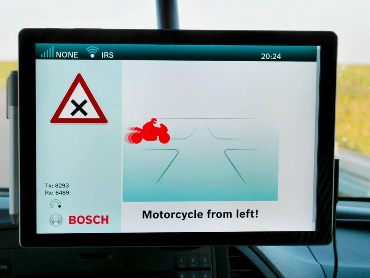Az egymással kommunikáló járművek a biztonság következő szintjének alapkövei lehetnek