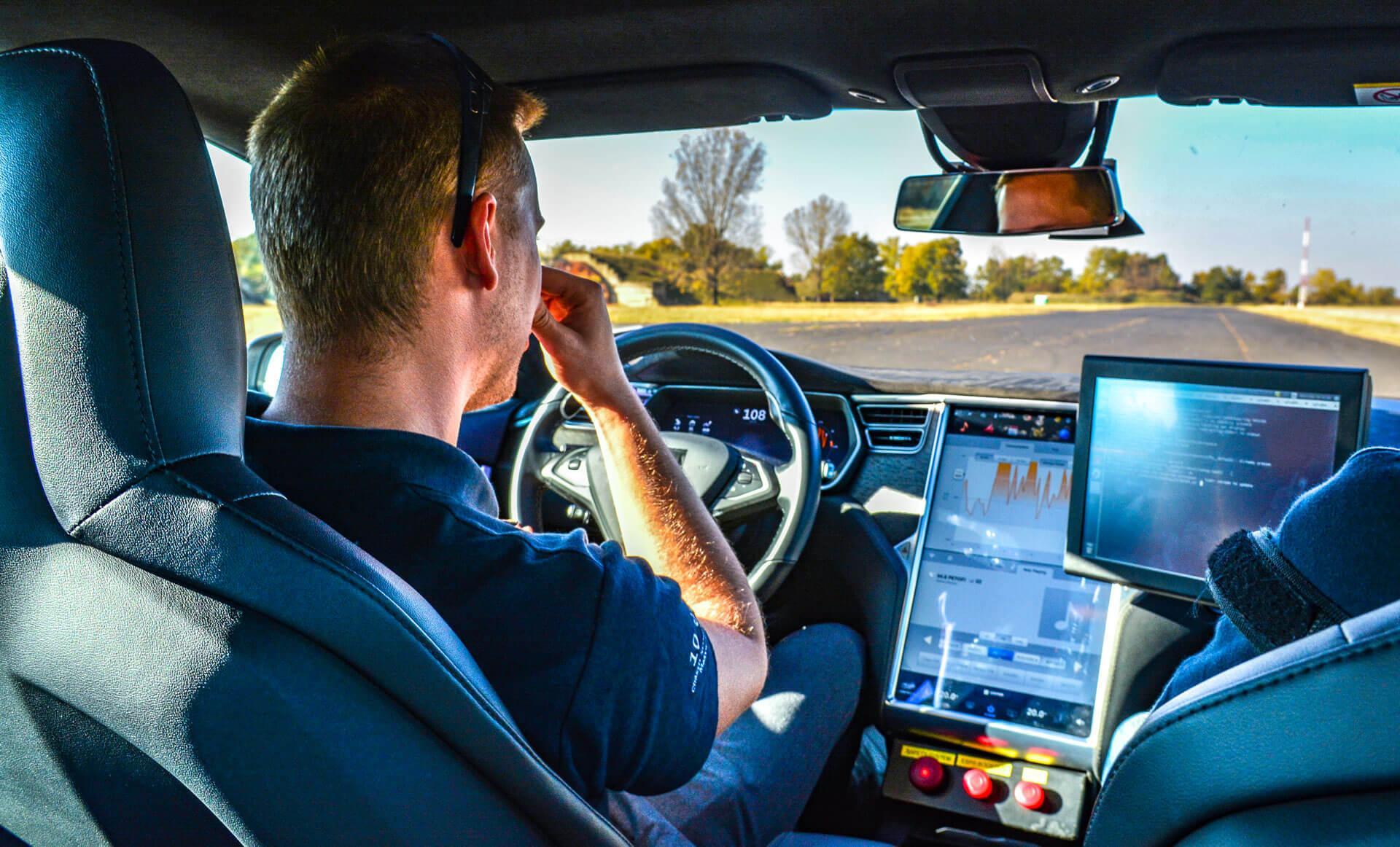 Komoly érvek, kényes kérdések az önvezető autók kapcsán