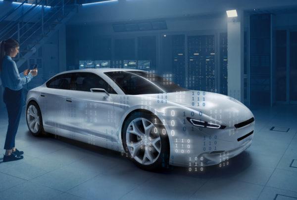 Szoftverek változtatják meg az autókat is