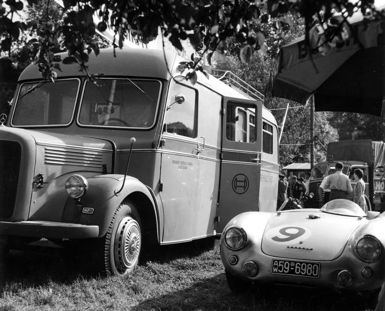 Bosch szervizbusz az 1950-es évekből – a cégcsoportnak komoly hagyományai vannak a motorsport terén is