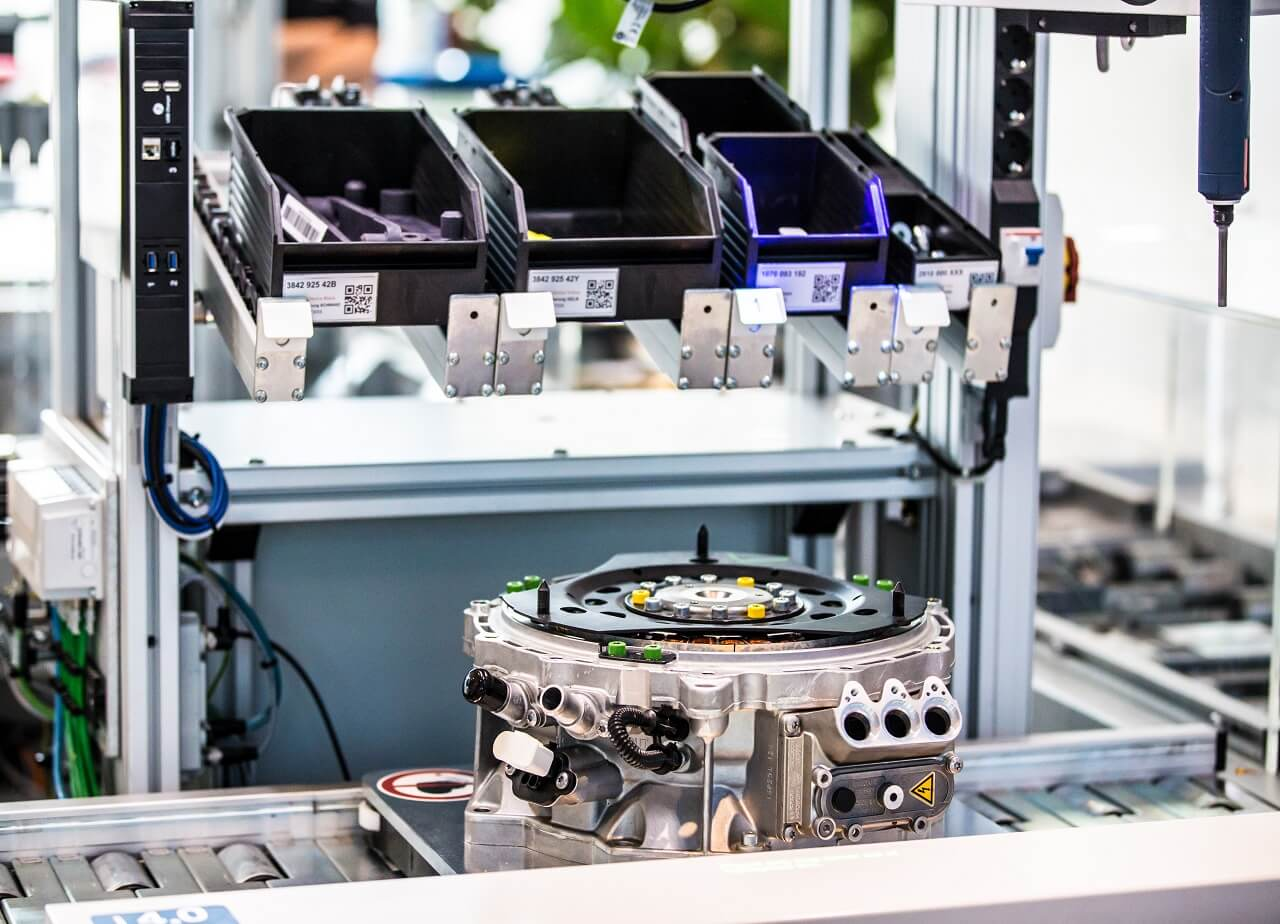 Bosch Rexroth ActiveAssist tálca és szerelésre előkészített munkadarab