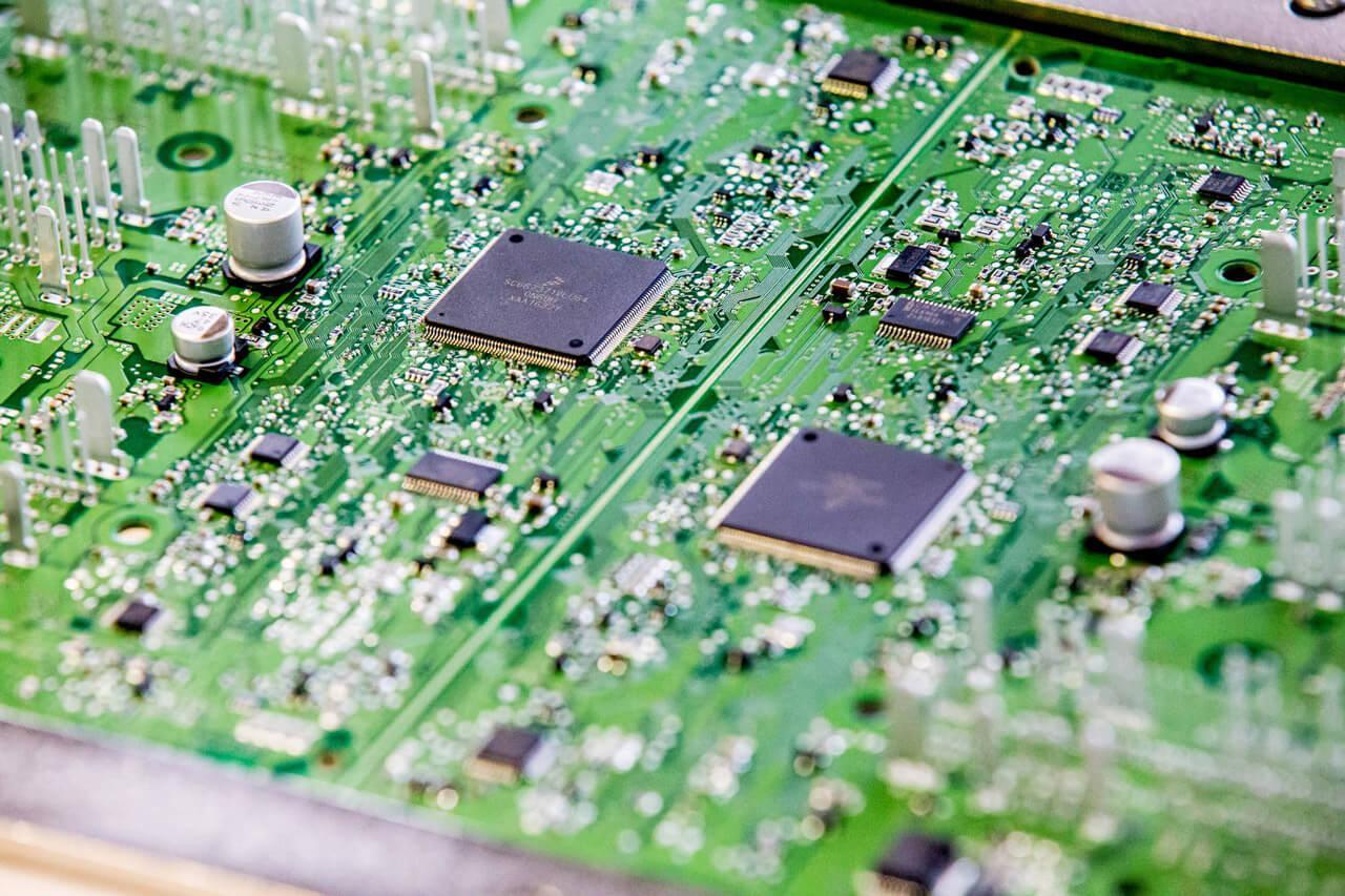 Az ECU, vagyis az elektromos vezérlőegység vizsgálata kapcsán kezdték használni az MI-t a budapesti mérnökök