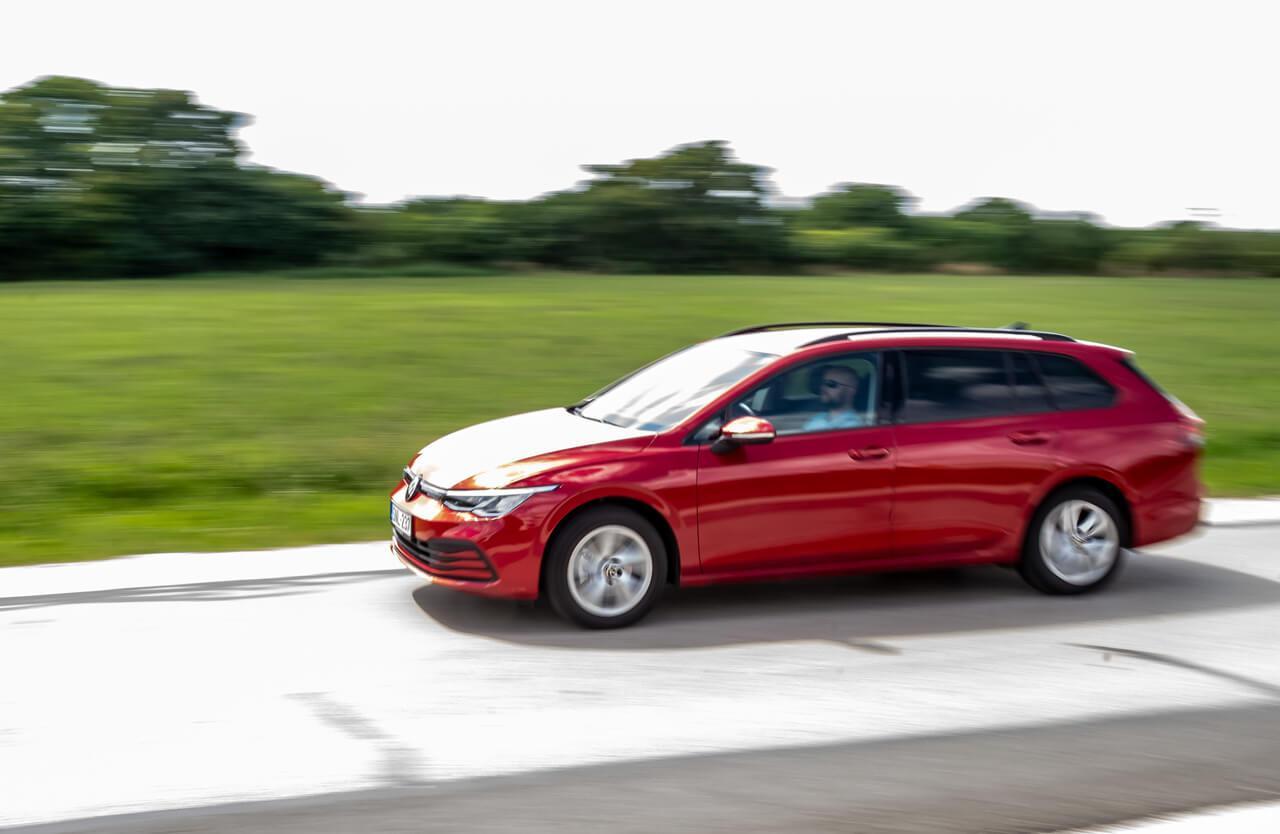 Jusson eszünkbe: ha egy Volkswagen Golf 8-at látunk, az épp a jövő autózásáért is tesz