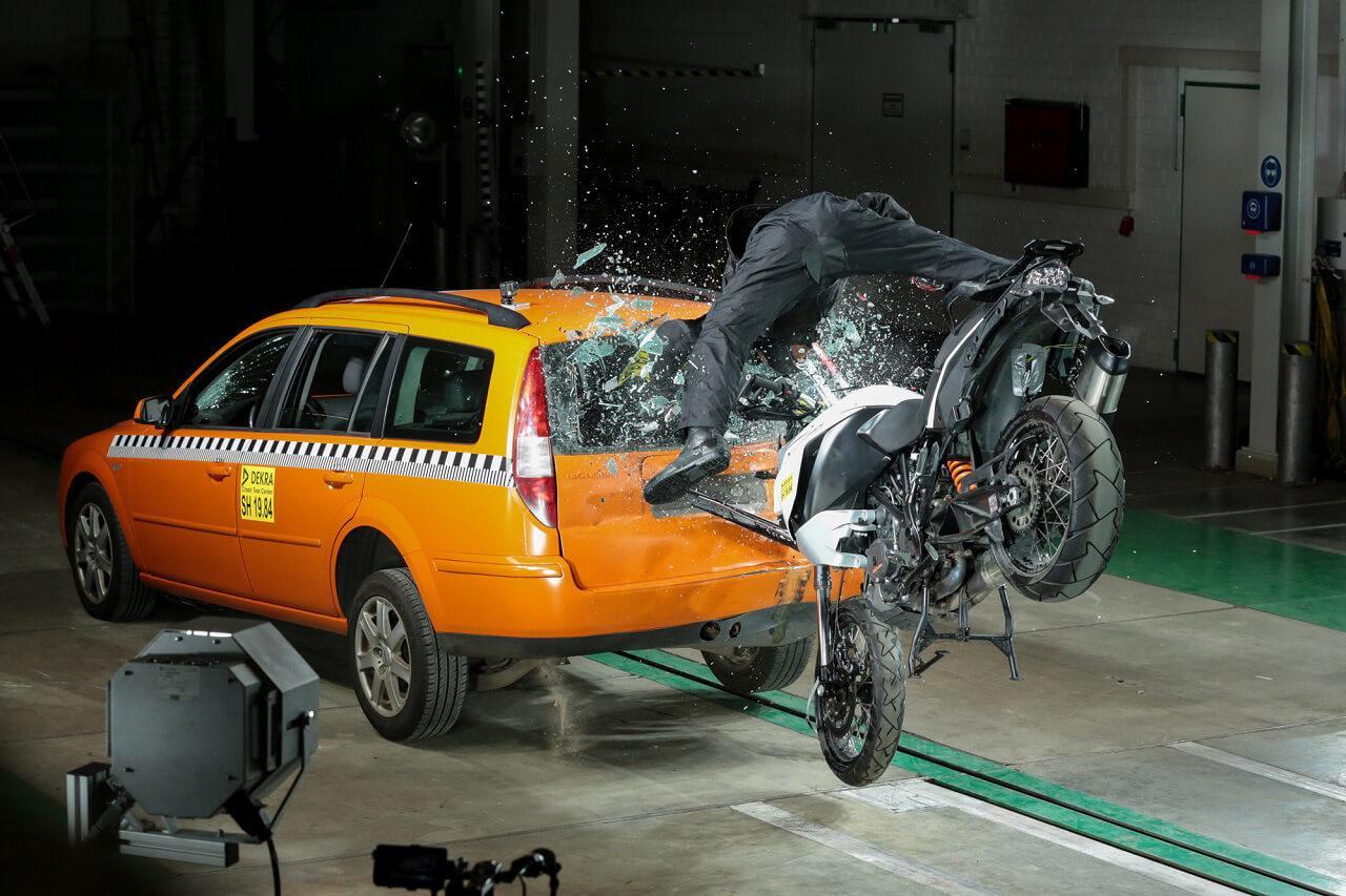 A rendszer biztosan azonosítja a baleseteket a MEMS-szenzoroknak köszönhetően