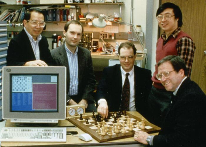 Az IBM Deep Blue és fejlesztői legyőzték az aktuális világbajnokot (foto: IBM)